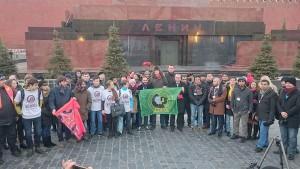Delegierte des WBDJ-Generalrats am Lenin-Mausoleum in Moskau. Foto:  Svetlana Maximova / Twitter